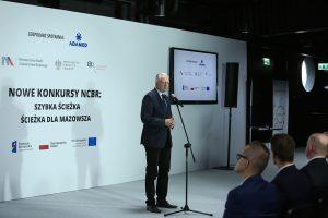 NCBR Jaroslaw Gowin 300x200 - NCBR ogłosiło konkursy dla firm inwestujących w B+R
