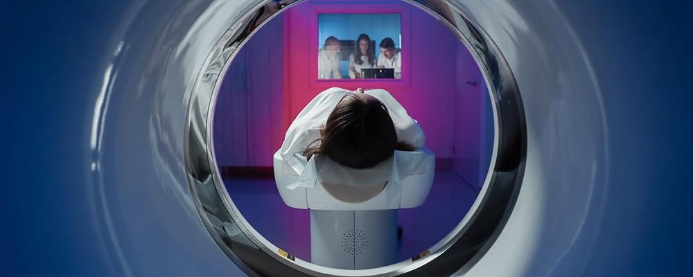 tomografia komputerowa - Diagnostyka obrazowa i badania lekowe w walce z COVID-19 z rekomendacją ABM